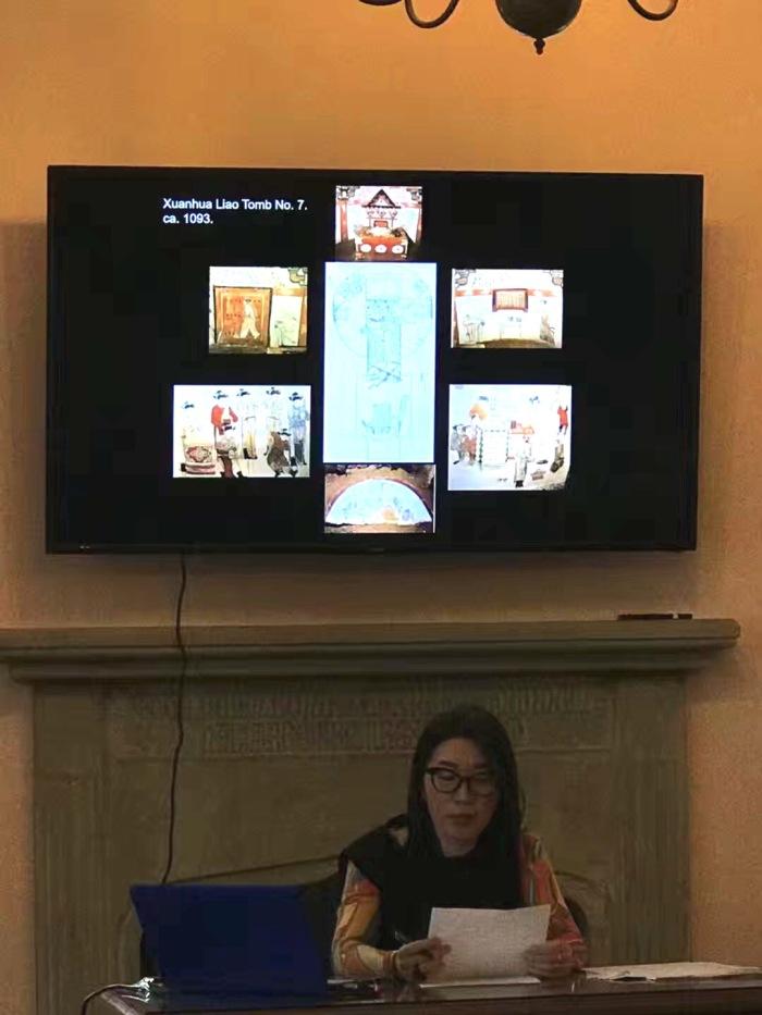 Prof. Hong talking about Tomb Art in China, Photo courtesy of Jingjing Li.