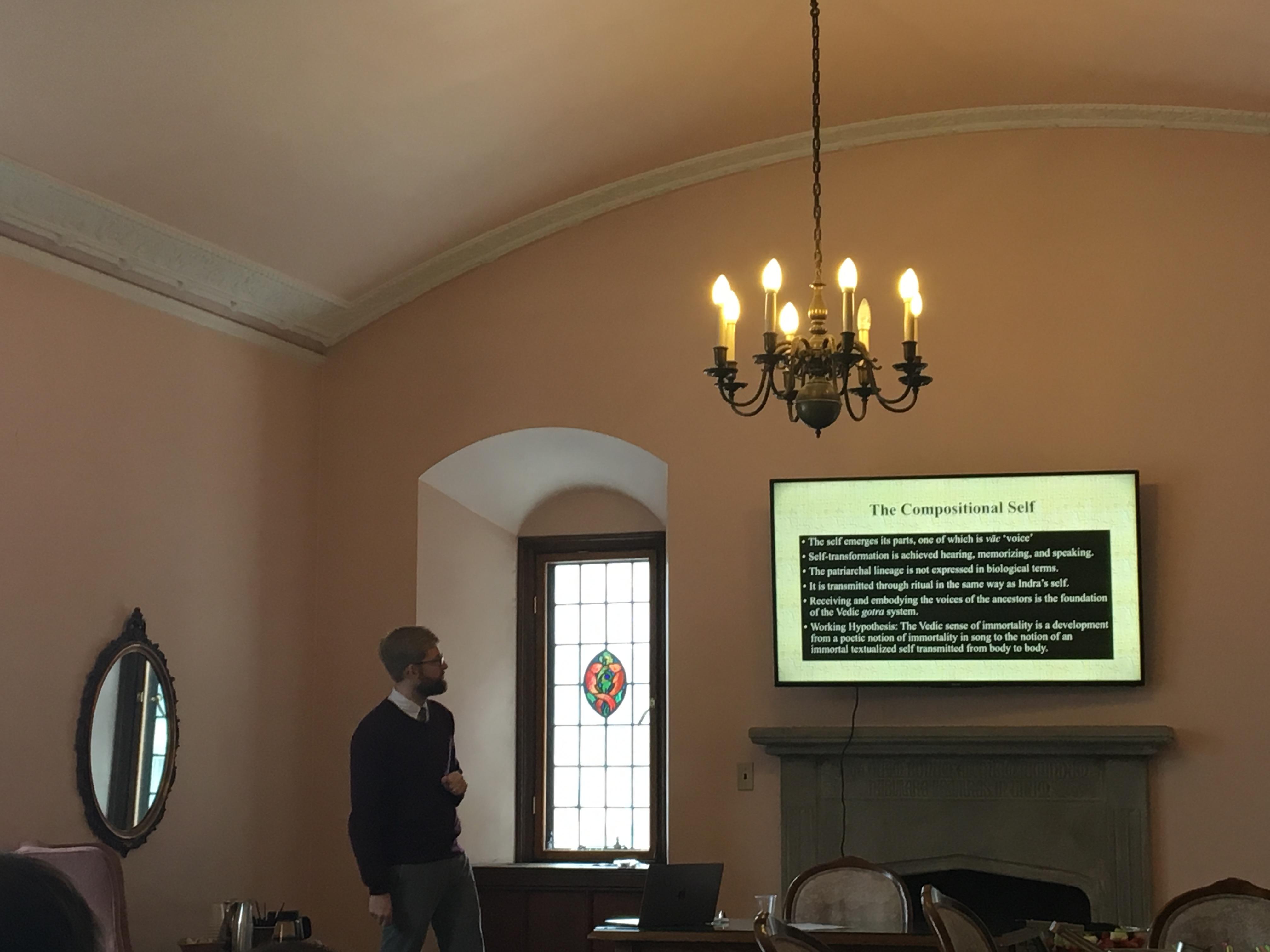 Dr. Smith explaining how orality led to self-transformation (Photo courtesy of Jingjing LI)